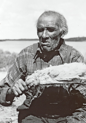 Fairwind (Naamiwan), a renowned medicine man from Pauingassi